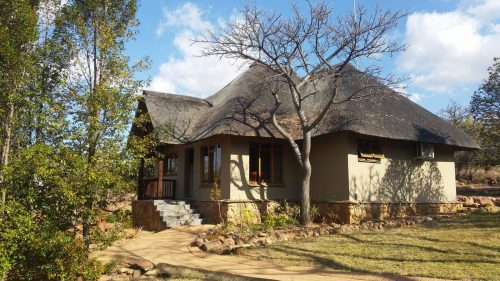 matingwe-lodge - outside-01